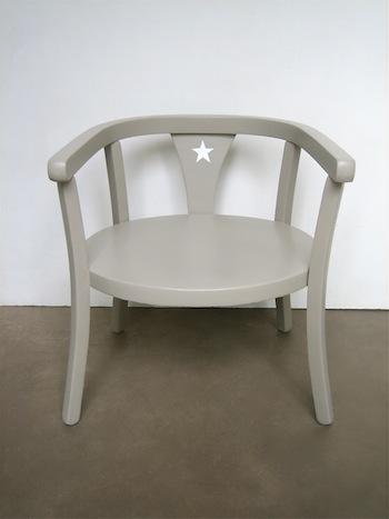 petite chaise bebe en bois ouistitipop. Black Bedroom Furniture Sets. Home Design Ideas