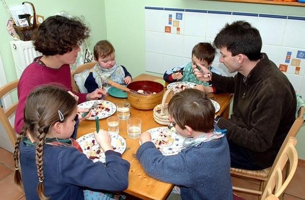 Les enfants a table