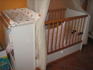 Lit pour bebe avec table a langer