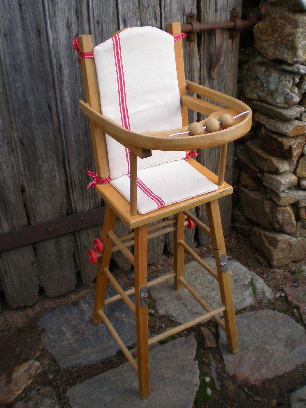 Chaise haute en bois pour poupon