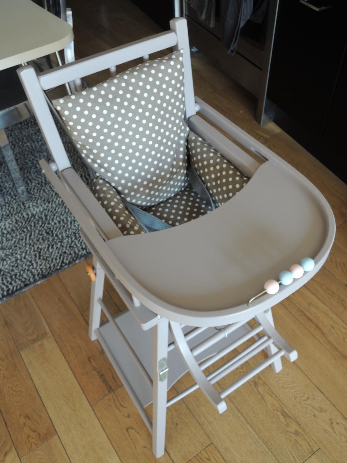 chaise haute en bois pour b b d occasion ouistitipop. Black Bedroom Furniture Sets. Home Design Ideas