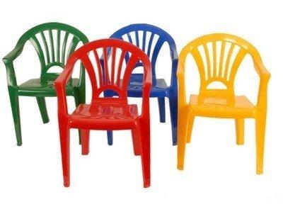 Petite chaise en plastique