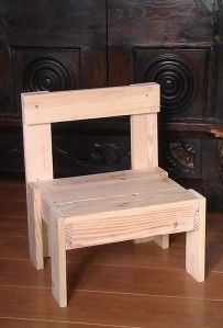 Petites chaises en bois