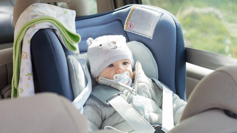 Siege auto pour bebe de 10 mois