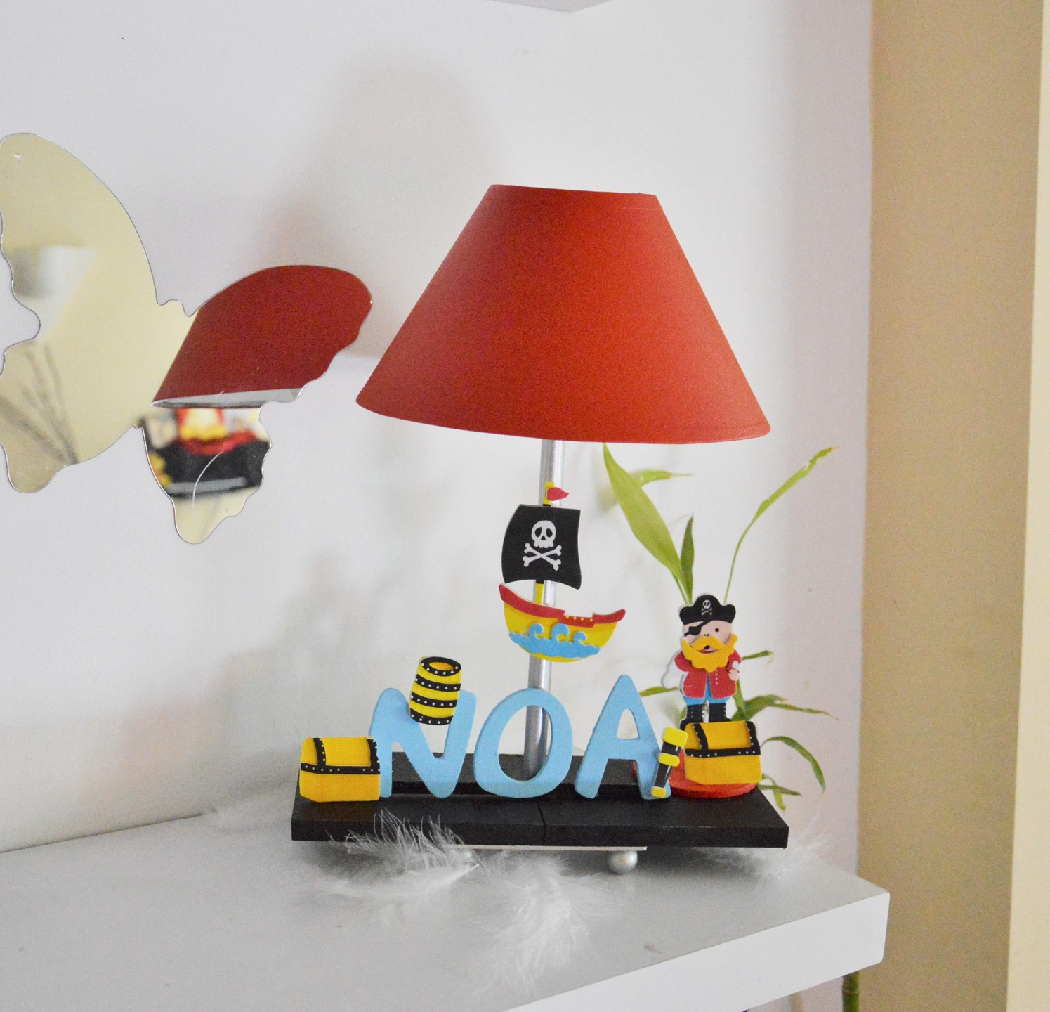 lampe de chevet enfant bois ouistitipop. Black Bedroom Furniture Sets. Home Design Ideas
